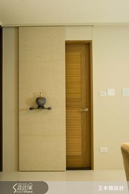 电视墙旁边柜子