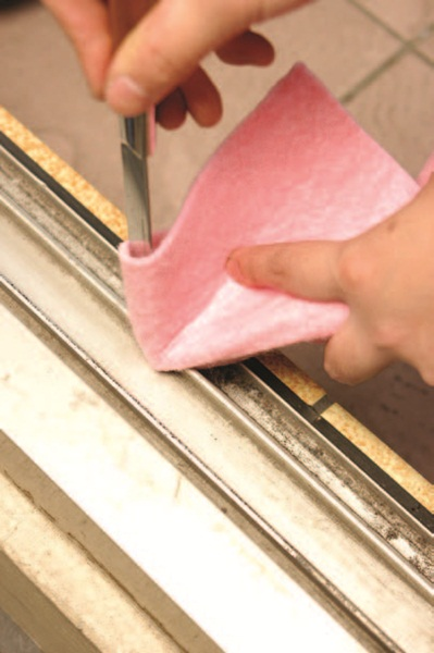 窗框隙縫清潔妙點子