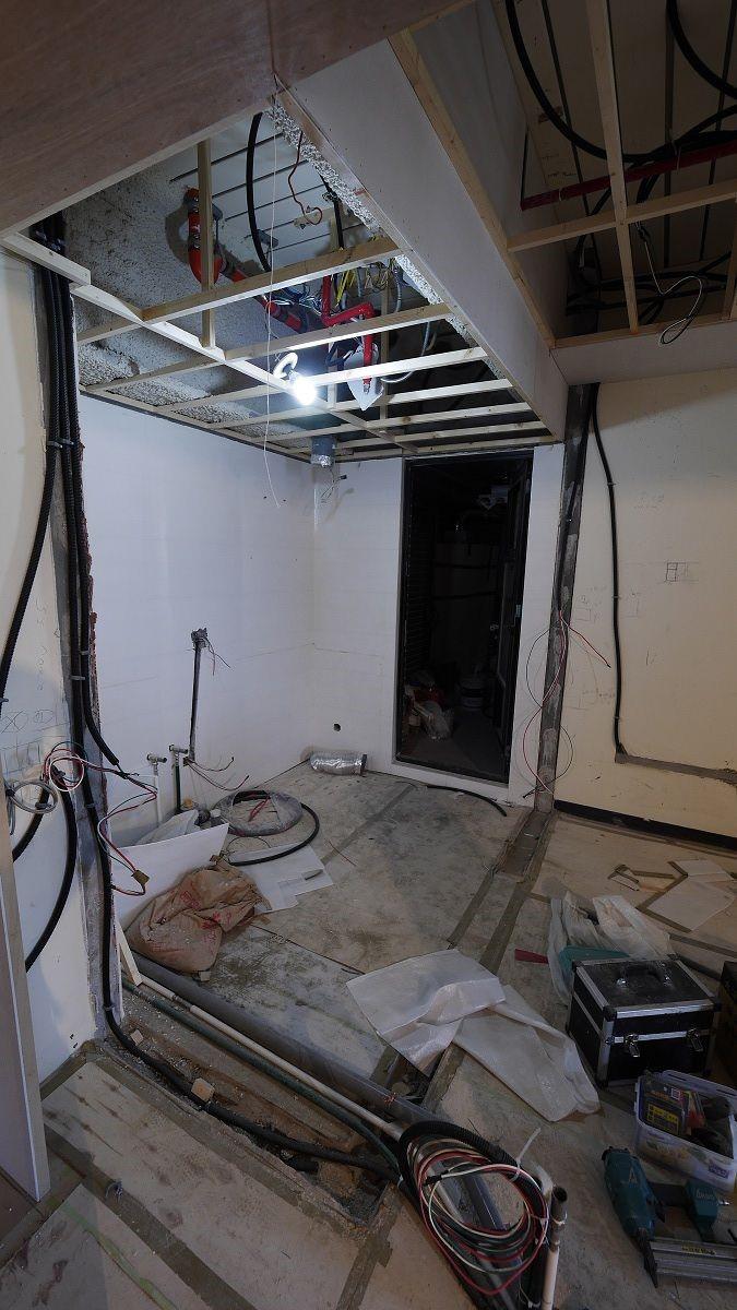 廚房拆除牆面後。