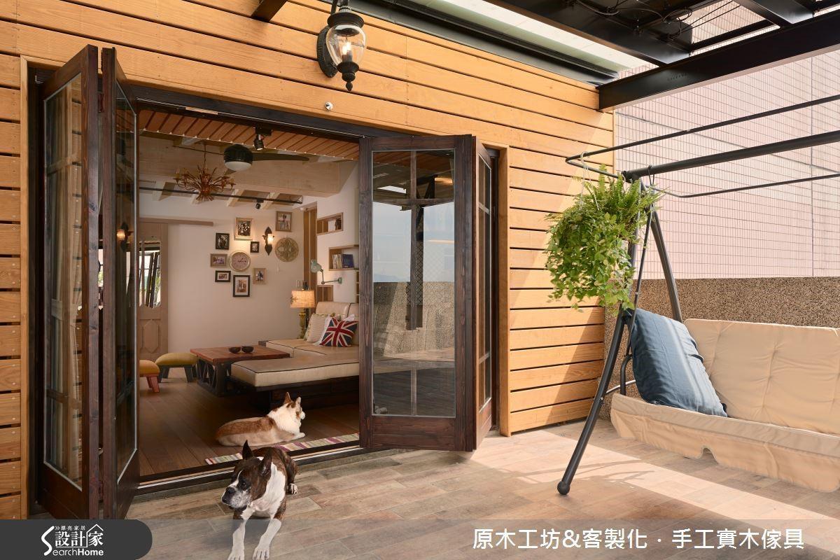 採光極佳的露臺,為室內引進大量光源;極簡的設計,方便兩隻毛小活動也方便屋主做整理清潔;陽台上的太陽板,更是足以滿足整家的用電,非常環保。