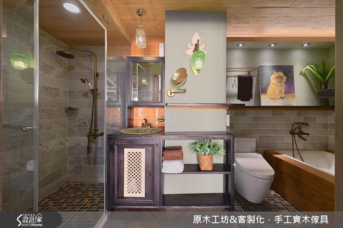 透過多重光源與通風設備,彌補衛浴空間沒有對外窗的限制;低彩度墨綠的磁磚與植栽配件,營造自然放鬆的渡假氛圍。