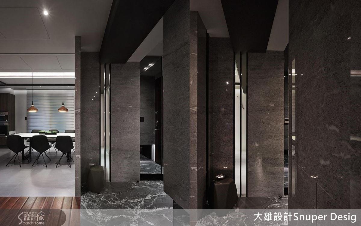 量體大塊的石材堆砌,與鏡面和鐵件虛實交會,將原樸物料的美感發揮極致。