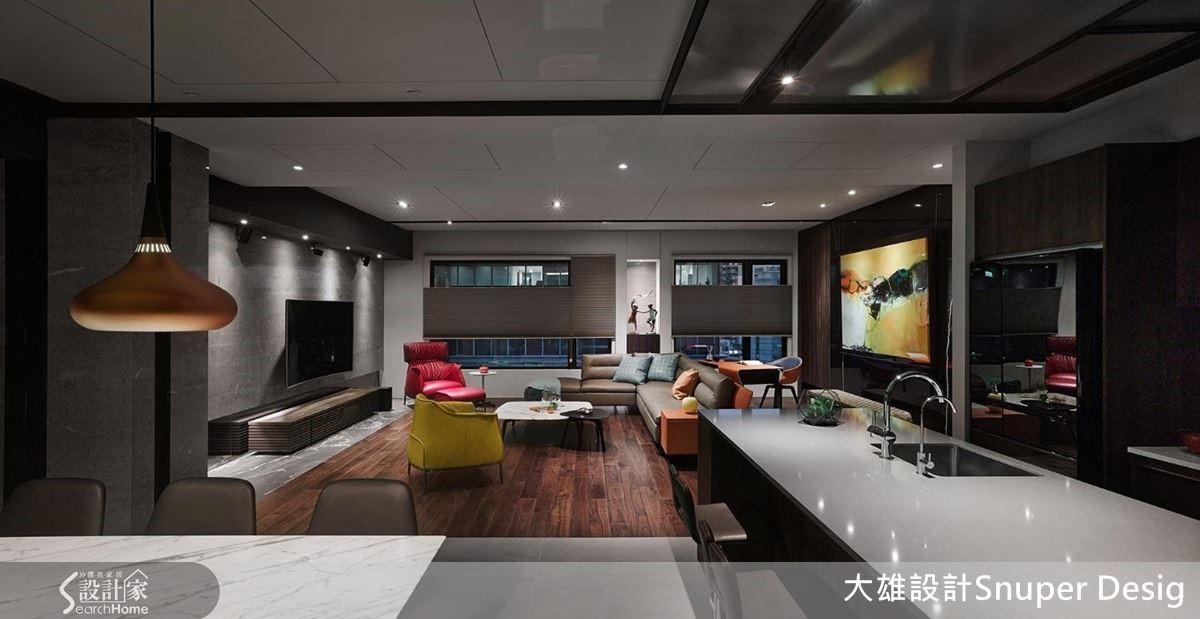 將流明天花板關閉後,裝飾性燈光點點燦亮室內,氣氛寧靜而高雅,令人放鬆身心。