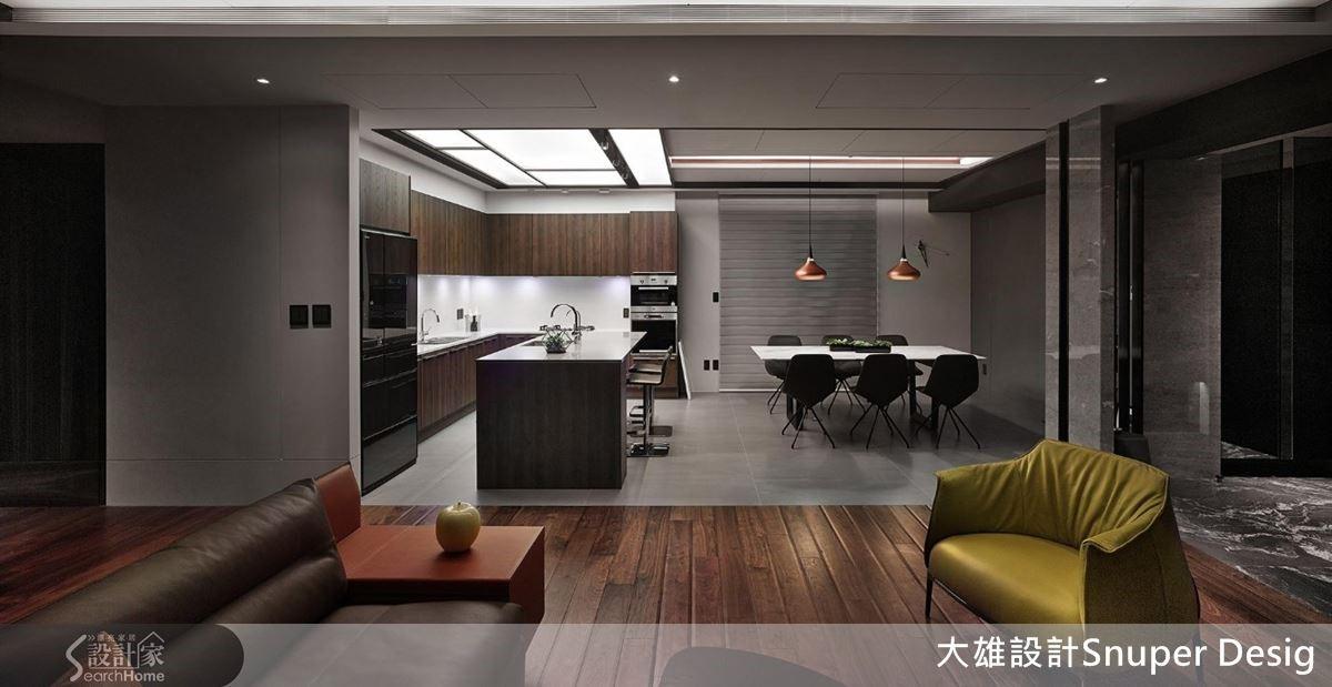 流明天花板具有仿天井的效果,讓空間局部得以明亮動人,宛如陽光灑入。