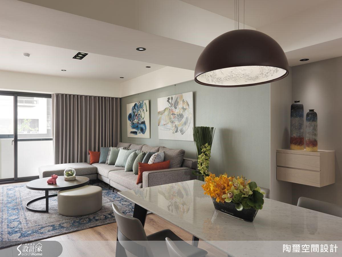設計師宛如空間藝術家,將色彩、機能與採光條件巧妙調和,型塑符合三代同堂的唯美好宅。
