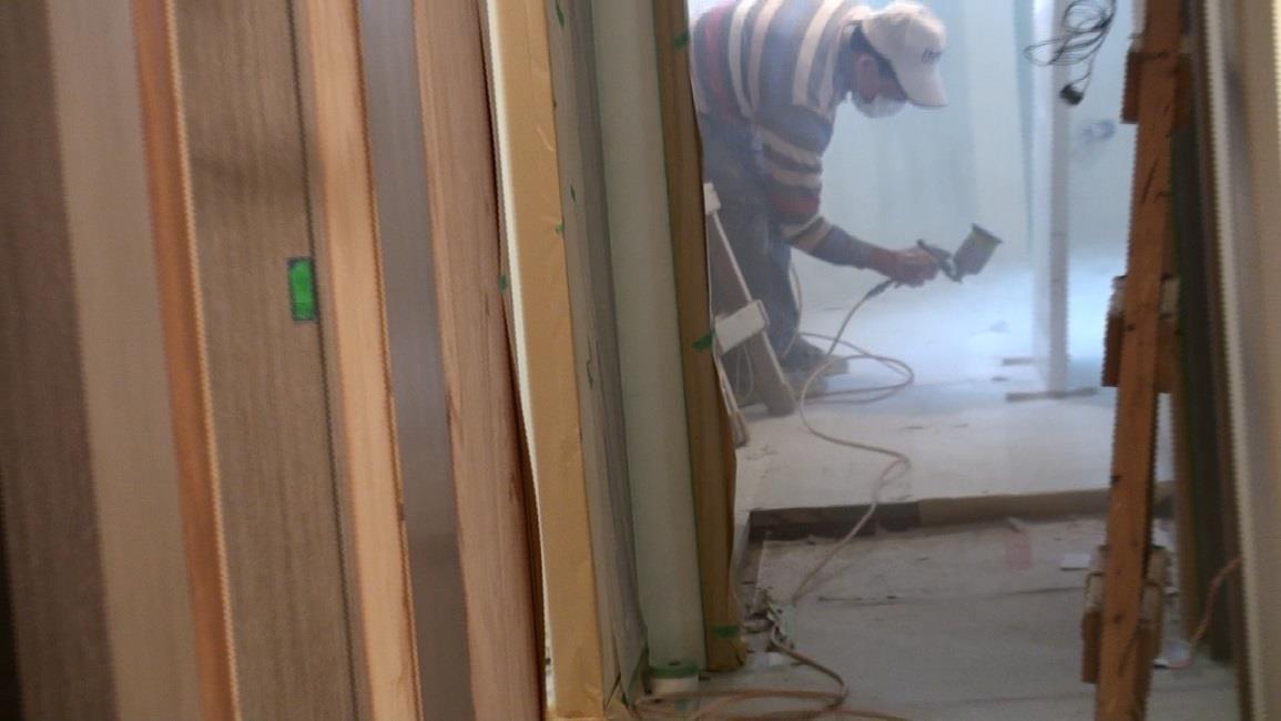 門片採用氣味較重的噴漆