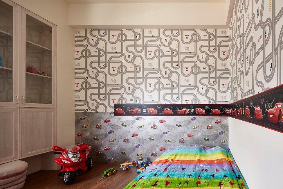 利用大面積壁紙與壁貼,即可讓兒童房與多功能遊戲間風格立現,用最簡單的方式就能創造鮮明童趣氣息。