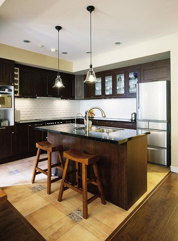 廚房有水有火還有刀,照明要充足使用更順手。  攝影_沈仲達